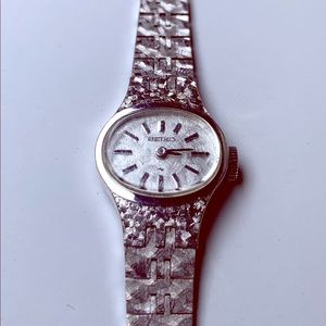 Vintage Seiko manual wind ladies watch
